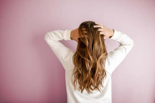 girl with long and healthy trim hair no split ends